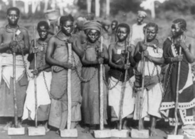 Afrique, Tanganyika, Dar es Salaam, détenues travaillant sur la route