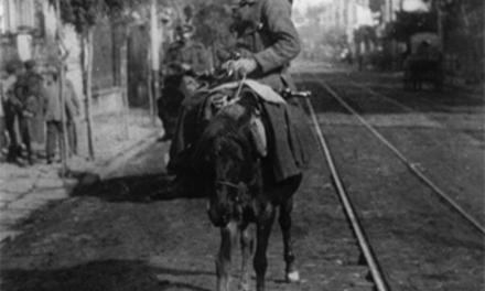 L'infanterie montée grecque : à Salonique : [photographie de presse] / Agence Meurisse